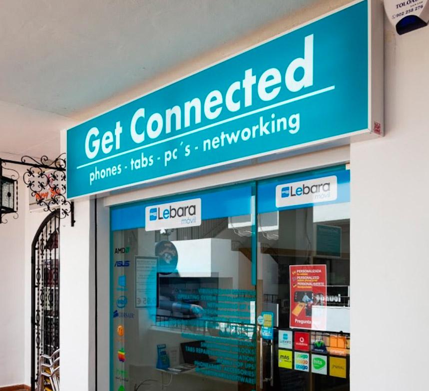 Fachada de nuestra tienda de informática Get Connected en Villamartin