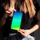 chica sostiene iphone reparado en Get Connected
